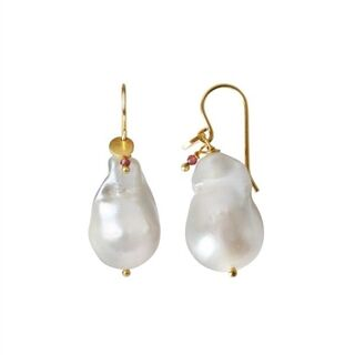 STINE A - BAROQUE PEARL EARRING WITH GEMSTONE - GULD