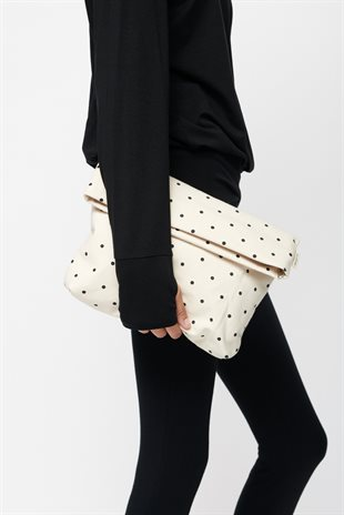 MOSHI MOSHI MIND - DOTTED FOLD CLUTCH - ECRU/BLACK